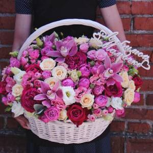 Сборная корзина с орхидеями и пионовидной розой R950